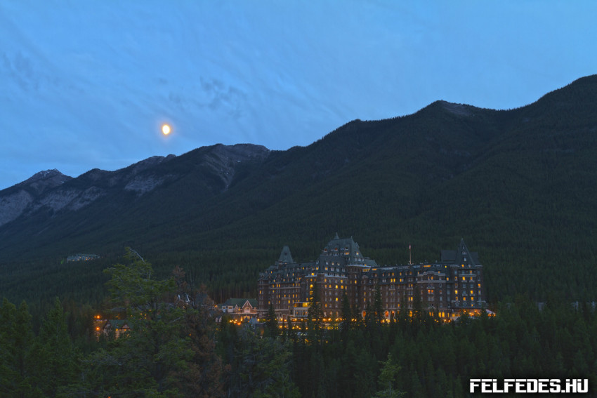 moon-over-banff-springs-hotel-july-2011-16mm-7d