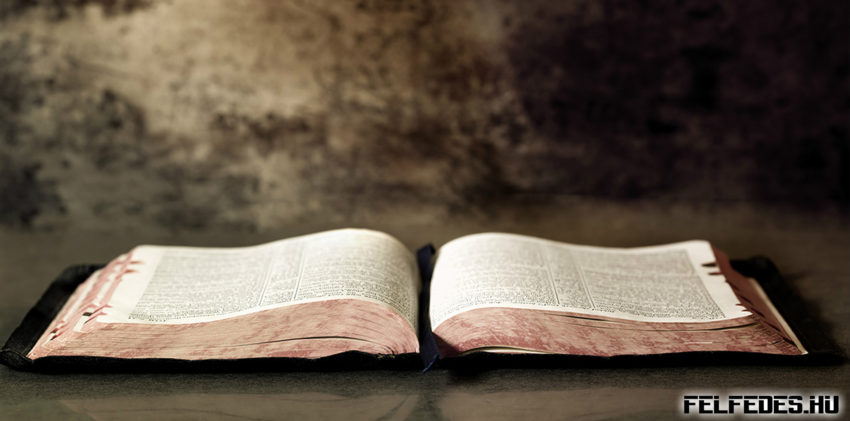 Biblia-dark-background